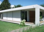 Předokenní rolety sluší zejmnéna moderním stavbám.