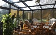 Pomocí sreenových venkovních rolet lze zastínit i zimních zahradu.