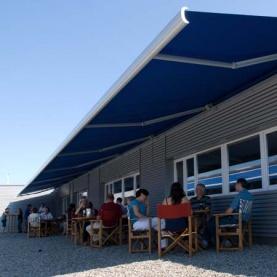 Určeno pro velké terasy: Až 70 m2 pohodlného stínu.